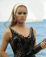 luciana_paluzzi_thunderball_wearing_headband_with_shotgun