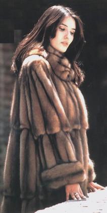 monica_bellucci_fur_coat_2