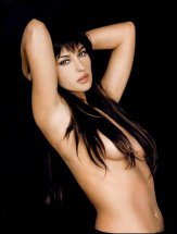 monica_bellucci_hair_covering_chest