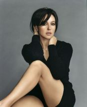 monica_bellucci_in_black_top