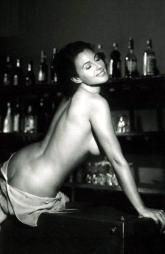monica_bellucci_posing_on_a_bar