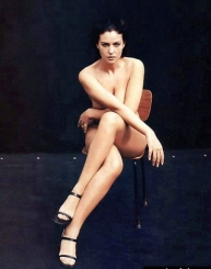 monica_bellucci_sitting_on_wooden_chair
