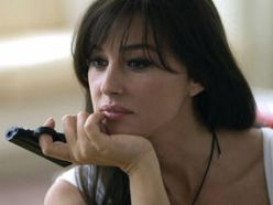 monica_bellucci_with_pistol_the_private_lives_of_pippa_lee_2