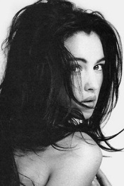 monica_bellucci_young_looking_over_shoulder_cropped