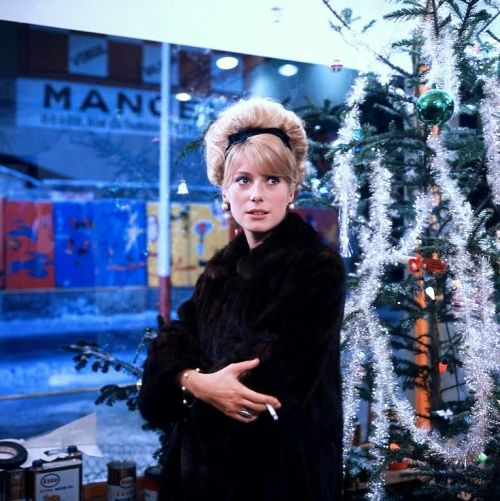 catherine_deneuve_in_the_umbrellas_of_cherbourg