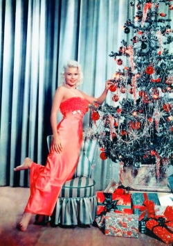 jayne_mansfield_and_her_christmas_tree_2