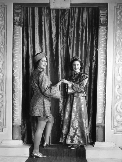 princesses_elizabeth_and_margaret_in_windsor_castle's_in_royal_family_pantomime_aladdin_christmas_1943