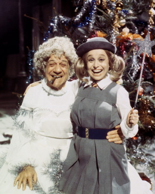 sid_james_and_barbara_windsor_in_carry_on_christmas_1973