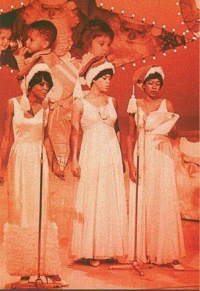 the_supremes_performing_children's_christmas_song_on_hullaballo_december_13_1965