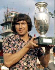 euro_'76_anton_ondruš_holds_the_trophy_on_return_home