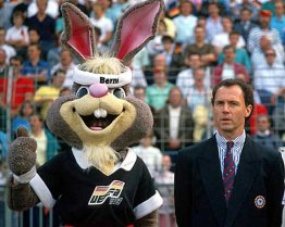 euro_'88_franz_beckenbauer_and_berni_the_macot