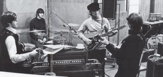 revolver_all_four_beatles_in_the_studio
