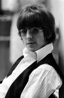 revolver_george_harrison_oblong_sunglasses