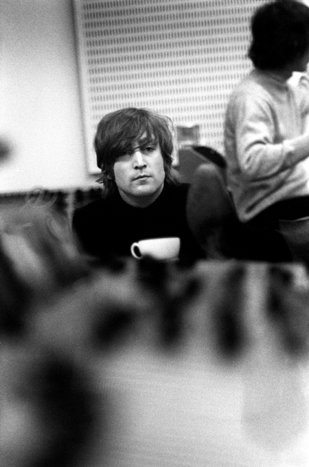 revolver_john_lennon_and_his_teacup