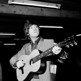 revolver_john_lennon_with_his_acoustic_guitar