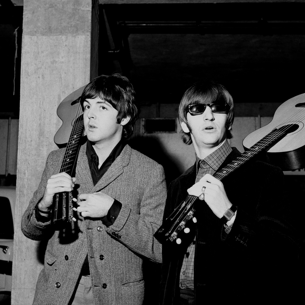 Revolver Paul Mccartney And Ringo Starr With Acoustic Guitars John Lennon His Guitar