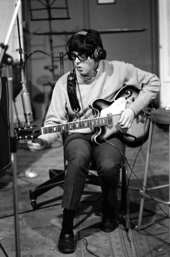 revolver_paul_mccartney_in_his_specs