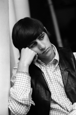 revolver_ringo_starr_looking_bored